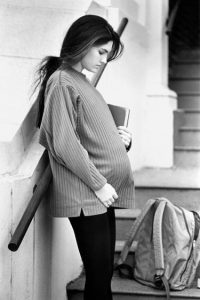 El embarazo adolescente lleva a complicaciones de salud