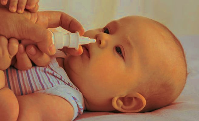 lavado nasal con solución salina en bebés